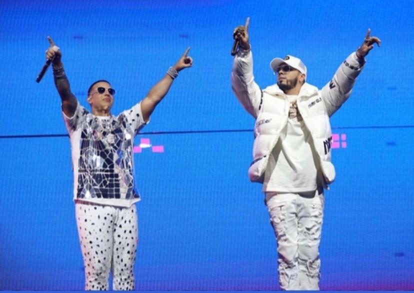 Anuel cumple el sueño de cantar en Puerto Rico y agradece a Daddy Yankee